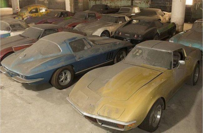 Во Франции обнаружили заброшенный гараж с коллекционными ретро автомобилями