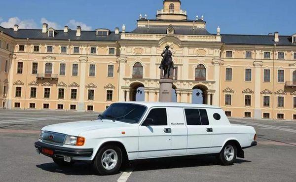 Концептуальный лимузин из 90-х выставлен на продажу