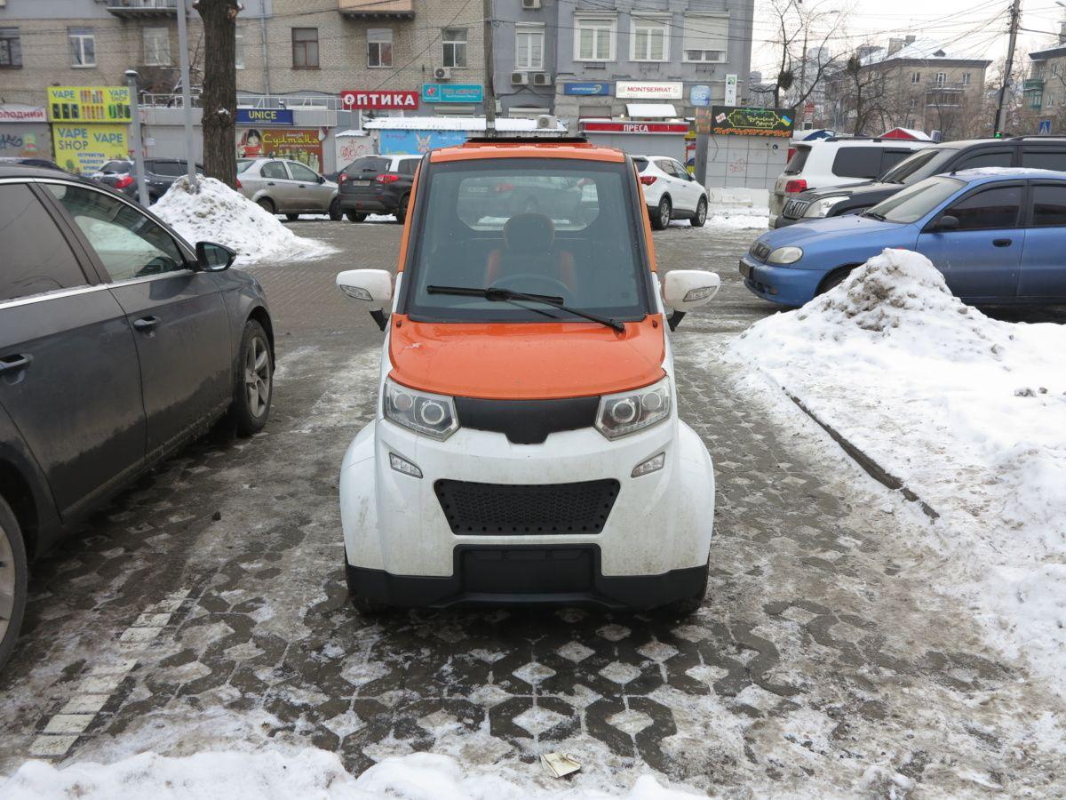 Без реєстрації і за $3,5 тисячі. Тест-Драйв найменшого електрокара в Україні
