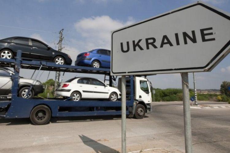 Украинцы продолжают ввозить «евробляхи»