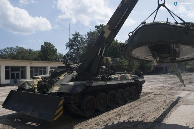 Показали нову техніку для української армії