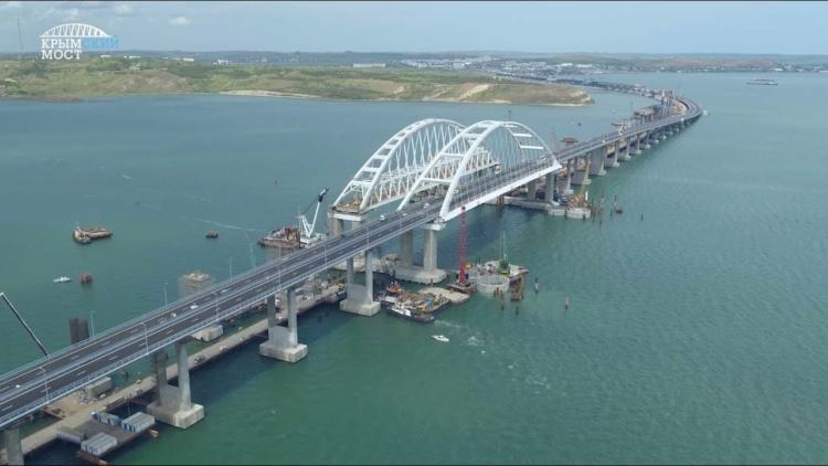 Дорожнє покриття на під'їзді до Кримського мосту просідає