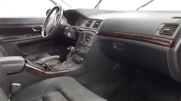 Один из двух уникальных лимузинов Volvo выставили на продажу