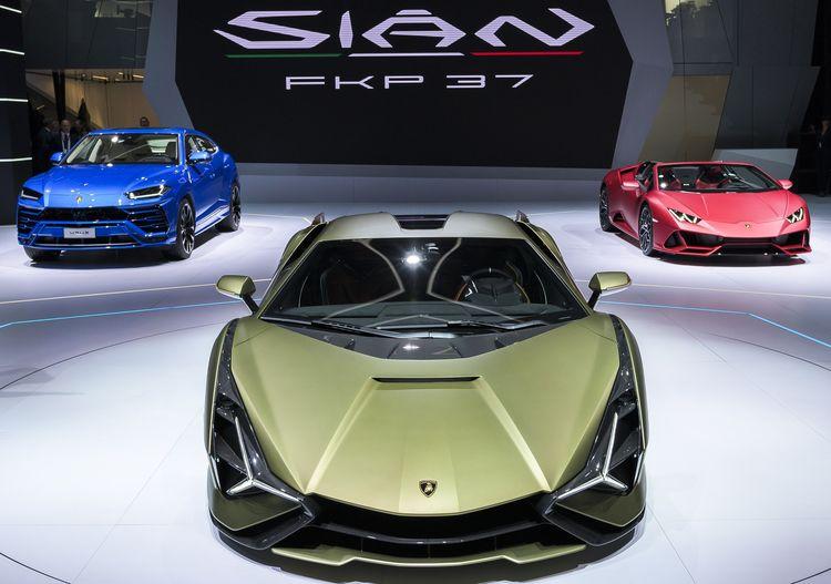 Lamborghini представила перший серійний гібрид Sian