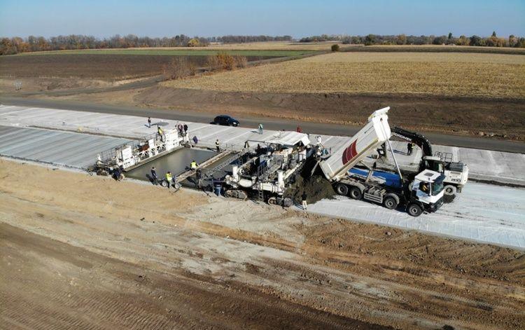 Как идет строительство первой бетонной дороги в Украине. Фото №2