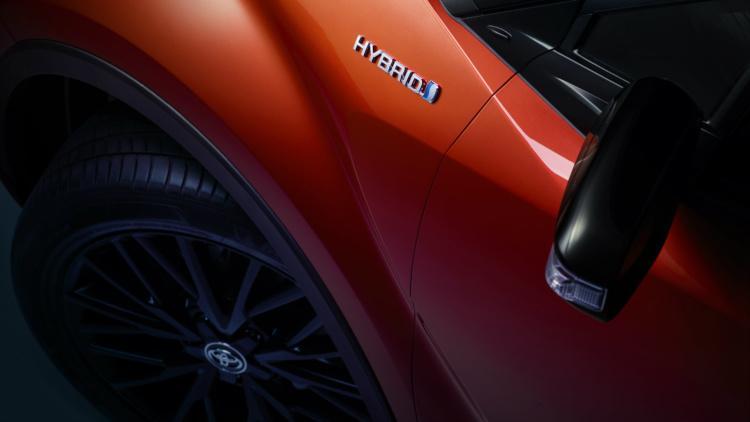 Toyota привезла в Украину новый элегантный кроссовер. Фото №3