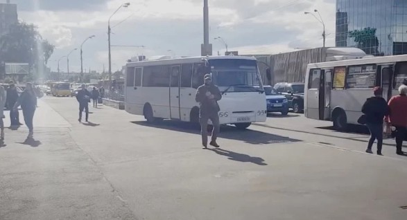 В Україні маршрутки почали їздити тротуарами