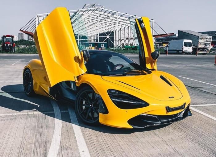 В Україні помітили яскравий суперкар McLaren за півмільйона